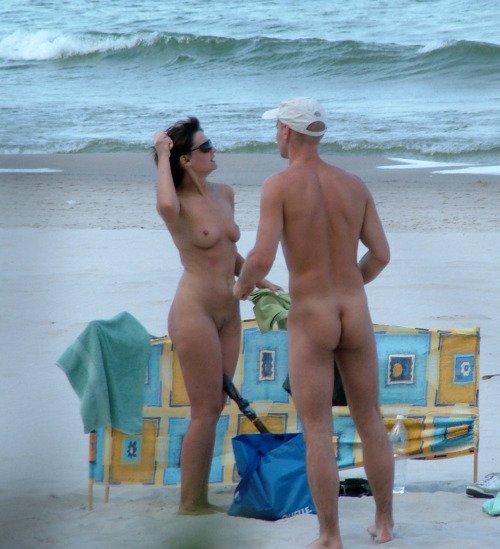 semeynie-nudisti-na-plyazhe-foto