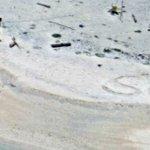 Pareja fue rescatada en isla del Pacifico tras escribir señal SOS en la playa https://t.co/tpYJ1c9EDB https://t.co/hMcl9TS95b
