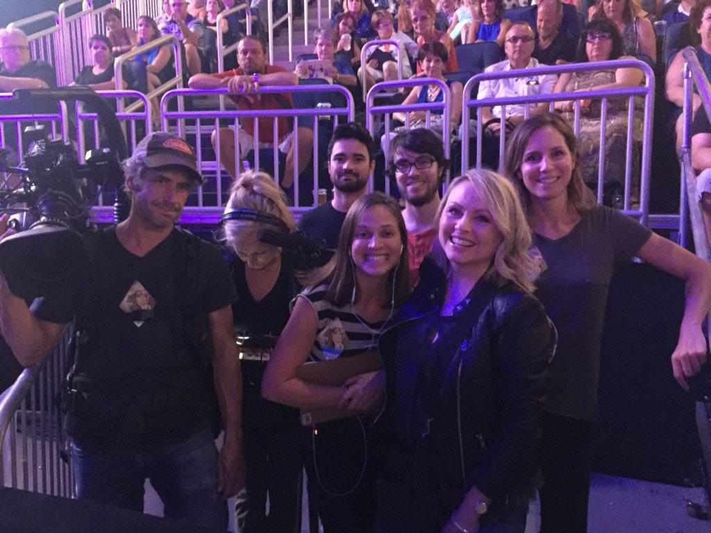 Équipe #MitsouetLéa chez #CelineDionQc @celinedion last show in @centrevideotron https://t.co/OzqUKSMV6U