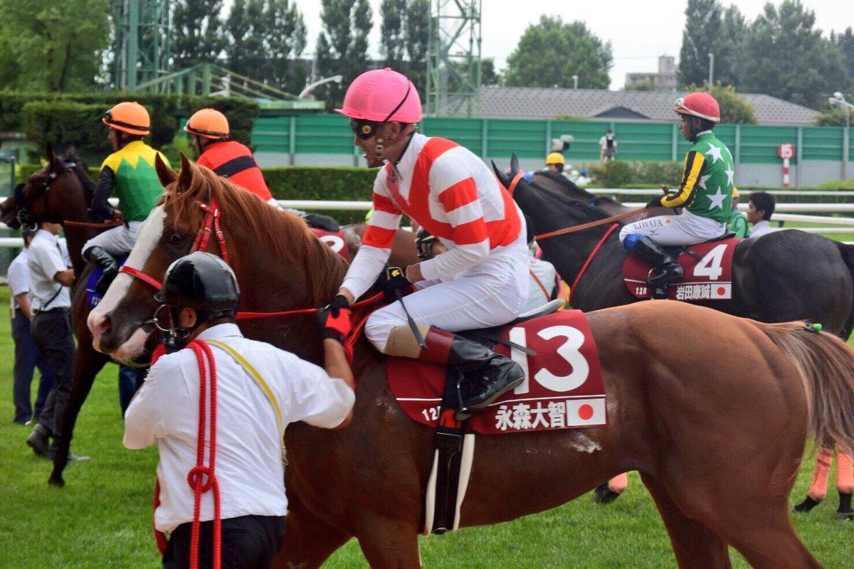 札幌最終レース(WASJ第4戦)の勝ち馬メイクアップと永森騎手勝利後永森騎手は厩務員さんとガッチリ握手꒰*´∀`*꒱JRA初勝利おめでとうございます https//t.co/