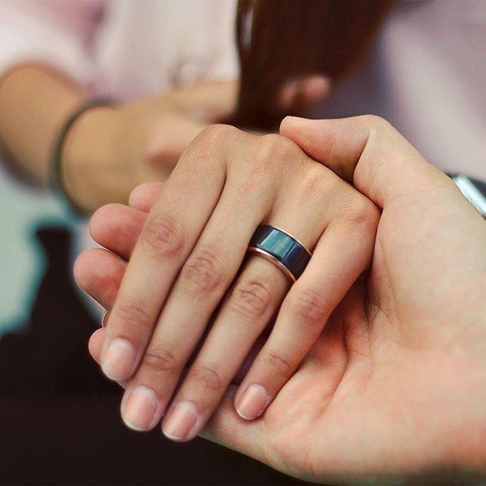 خاتم ينقل لك نبض قلب حبيبك/حبيبتك لكي تحس به و بها! كل ما عليك فعله هو ربط الخاتم مع جوالك من خلال البلوتوث! https://t.co/j6Zgo620PX