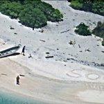 【一安心】無人島の砂浜に「SOS」の文字…2人を救助 ミクロネシア https://t.co/5AJ7rYUmC6 約1週間前から行方不明になっており、米沿岸警備隊などが捜索。米大使館は捜索救難活動は成功裏に終了したと発表した。 https://t.co/MRyxfsC7Ej