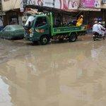 .@KElectricPk teams at work during #KarachiRain https://t.co/JGOHgEQtZ9