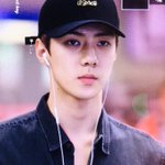 160828 #SEHUN @ Incheon Airport cr: iridescent_boy https://t.co/6pBkWbraHO