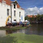 Eerste groep olv @mvdweijden is vertrokken! Succes allemaal! #swim015 @SwimtoFC015 https://t.co/51gdz0uu2U