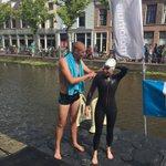 @mvdweijden ontvangt zijn eerste deelnemer van zijn team Maarten! Bijzonder moment! @SwimtoFC015 https://t.co/PNpauhvXJP