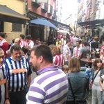 Ambientazo en Vitoria-Gasteiz! Esto también es el fútbol! @Alaves @RealSporting https://t.co/LnJLg3VXCO