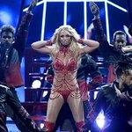 """Britney Spears regresa al escenario de los VMAs con su nuevo disco """"Glory"""" https://t.co/a4mBwwPfLY https://t.co/VmJkphUP3g"""
