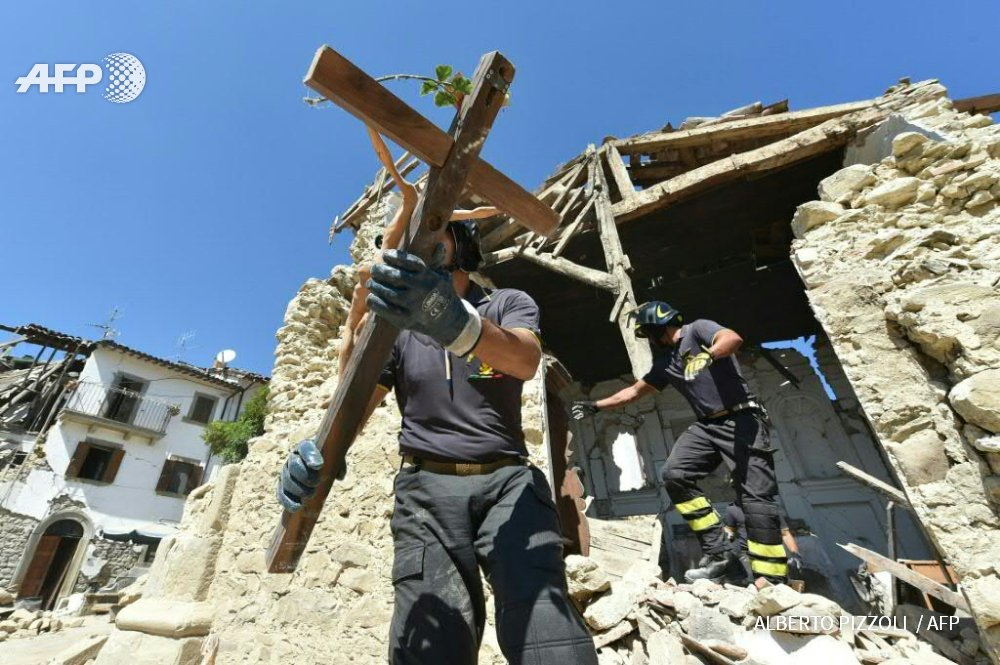 Pope Francis says he hopes to visit Italy quake victims as survivors dig in