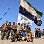 ثوار #داريا وجيشها الحر، مجتمعين يرفعون رايتهم من جديد في الشمال السوري. أيها الطغاة لم نهرم بعد... ولا يموت الثأر https://t.co/Lsb2i3f1mo