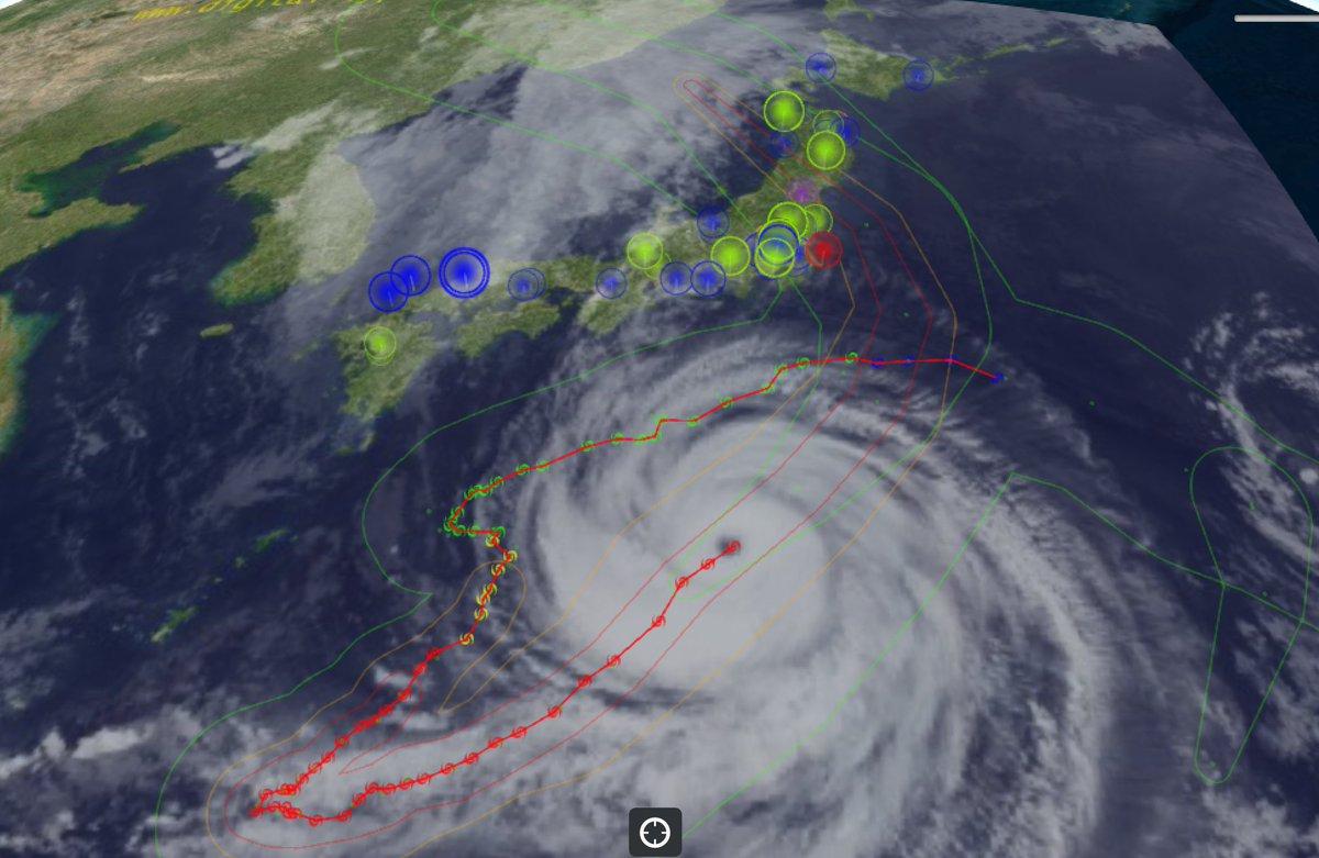 台風10号は,発生した地点付近に戻ってきました.非常に強い勢力を保ち,目がくっきりとし,整った渦状のかたちをしています.東北地方への上陸が予想されています. https://t.co/Q42hDP7N5C https://t.co/BGbv5GrwPF