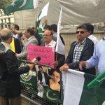 Today #PSP protest at 10 downing street London against traitor Altaf #PakistanZindabad #BanMqm https://t.co/TBPlVSRTHw