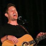 Jensen na noite especial da #VanCon ontem! https://t.co/fFafBMjZZd