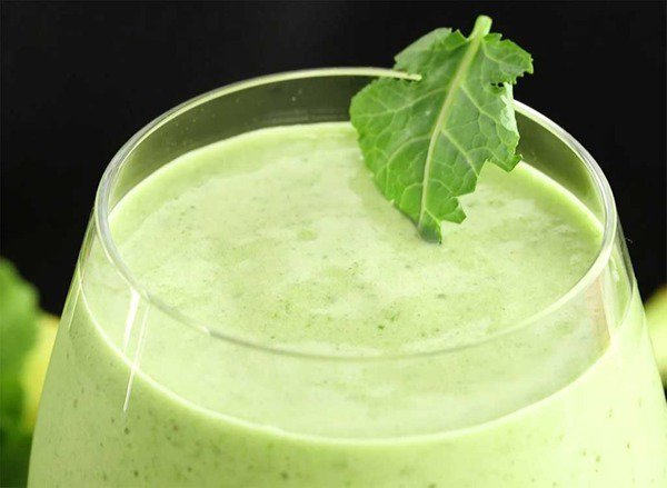 The lemon kale detox smoothie that can help you look 5 pounds lighter–instantly: