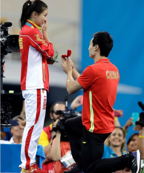 Watch These Two Olympic Divers Get Engaged Right After A Podium
