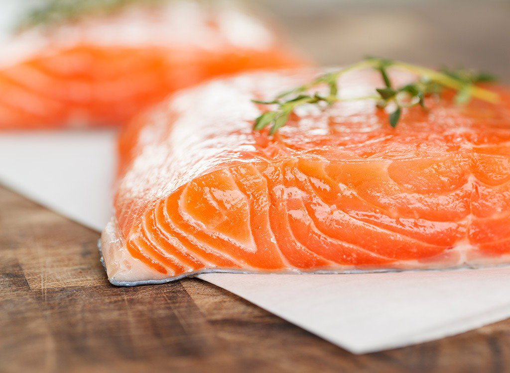 SIT DOWN SALMON LOVERS: 8 reasons why you should never order this fish: