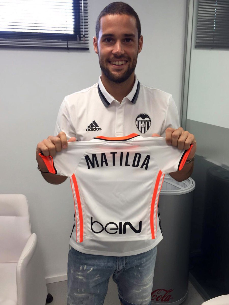 Muy orgullosa de mi chico @MarioSuarez4 por pertenecer a este gran club @valenciacf #AmuntValencia