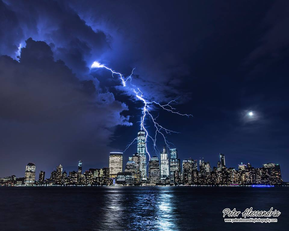 Doesn't get more iconic than this. #Lightning over #NYC last night. (Credit: Peter Alessandria/@weatherchannel FB) https://t.co/Ru9T4Uzg3r