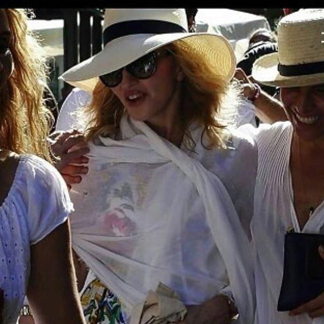 Walking in the HOT ????????????Streets of Havana! ???????????????????????? https://t.co/WWmwj1v1RN