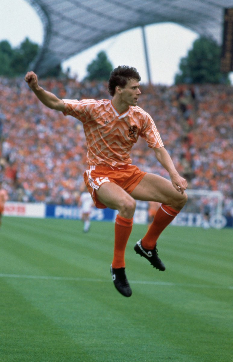 Onthisday in 1995 euro 39 88 winner dutch legend marco for Poco schlafsofa 88 euro