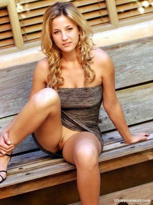 #sexy #babe #flashing #upskirt #nopanties nicely trimmed #pussy #publicnudity https://t.co/IJLtP79Jli