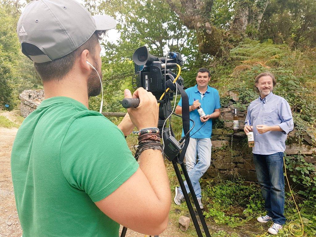1a grabación #CometeAsturias @TeleAsturiasTV @telecable_AS. En @SaladinLicores con @franrojo_es y @avistu @viajablog https://t.co/1bL82dYjGP