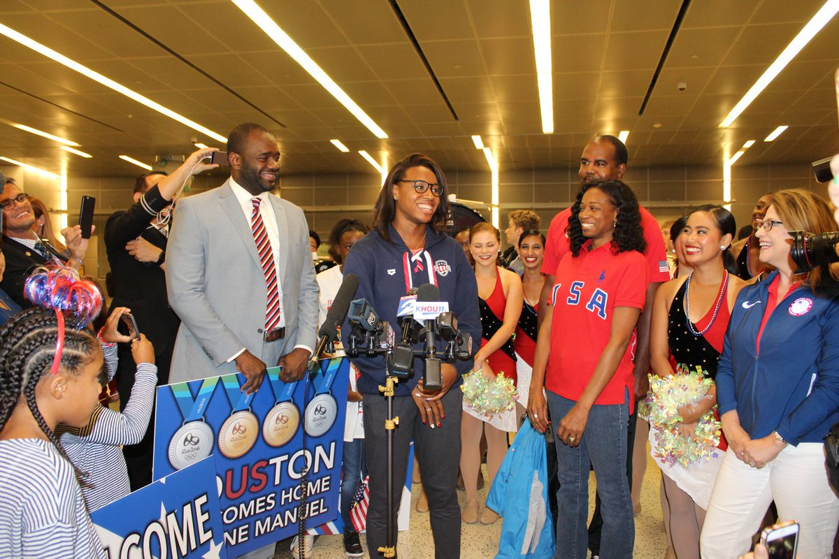 Welcome home @simone_manuel from all of us at #IAH, we're very proud of our hometown hero! #Rio2016 https://t.co/y76XRGIrOA