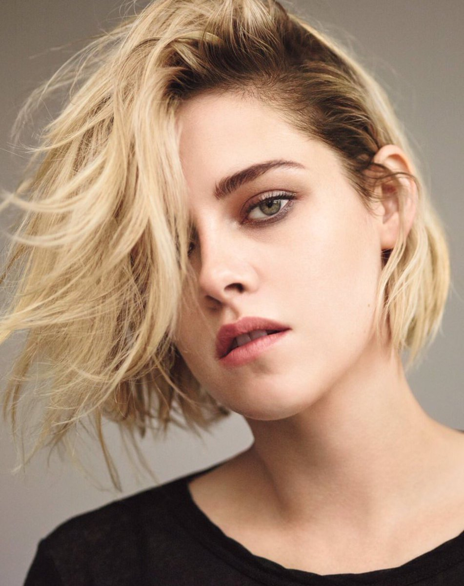 Great interview with Kristen Stewart on loving #acting & being herself, with confidence: https://t.co/EVHPYsBWR8 https://t.co/P0qzcBxeiE