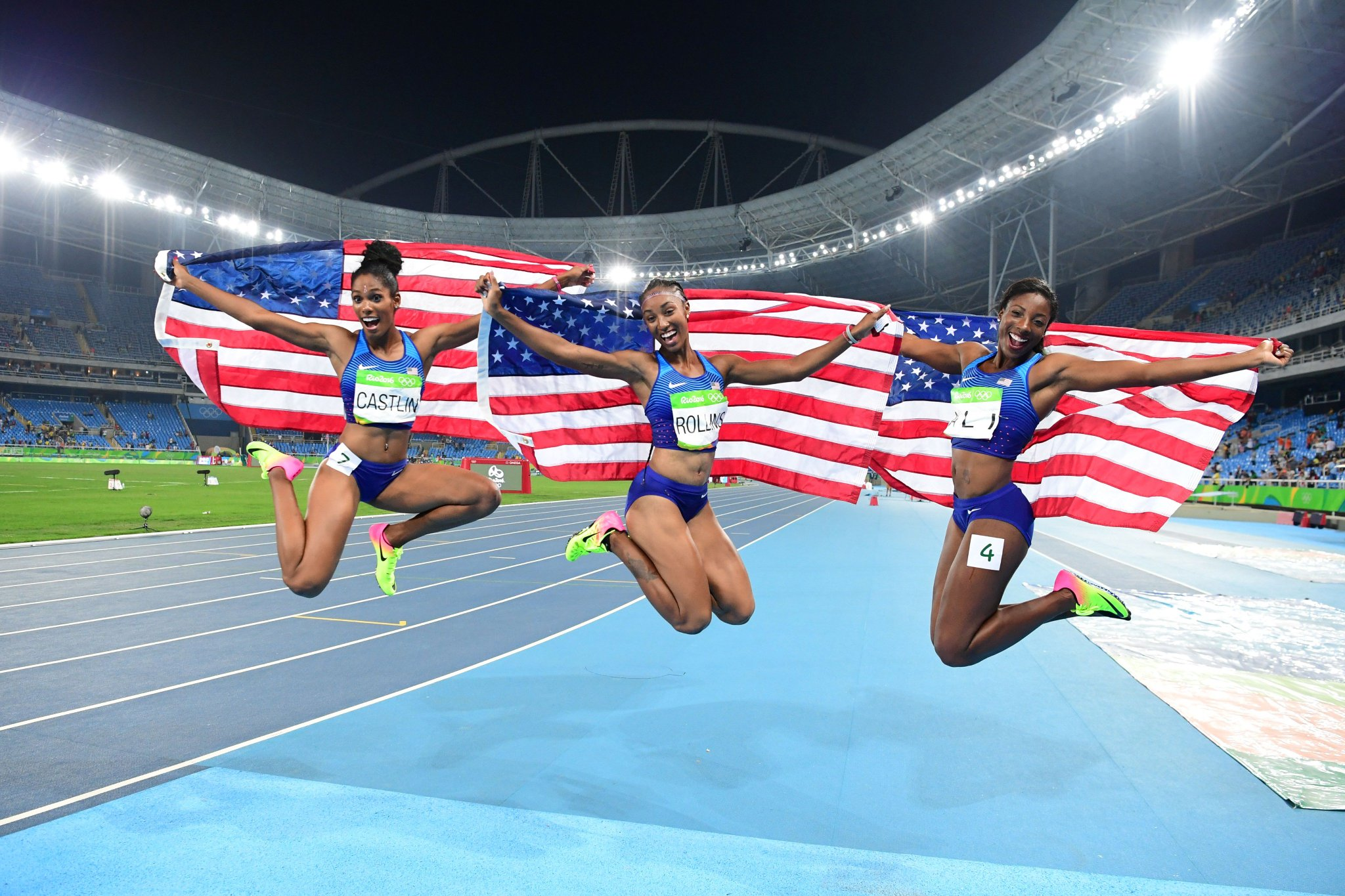Ok now that's definetely our favourite photo of the day  #Athletics  #Rio2016 #Olympics https://t.co/G9cxf23rov