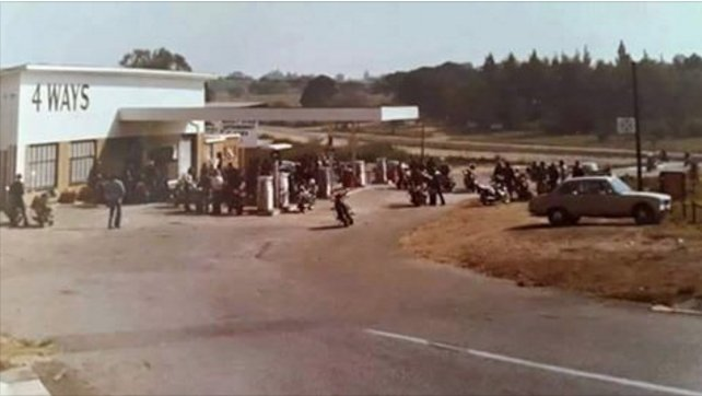 This is Fourways, Joburg, in the 1970s, when it was just a 4-way stop in the far north countryside. https://t.co/YOCgT9Yjiv
