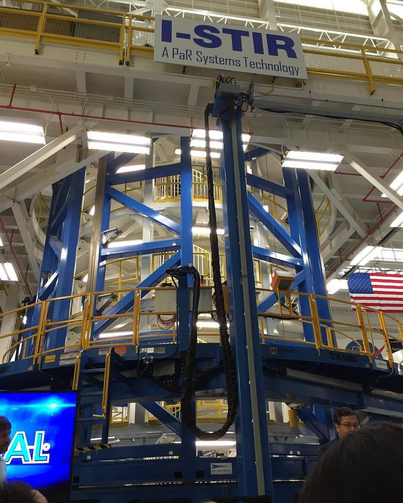 This is the vertical weld assembly where the core stage of #SLS is put together. #nasasoci… https://t.co/8QqSS68W94 https://t.co/Bc1Wi1IUj0