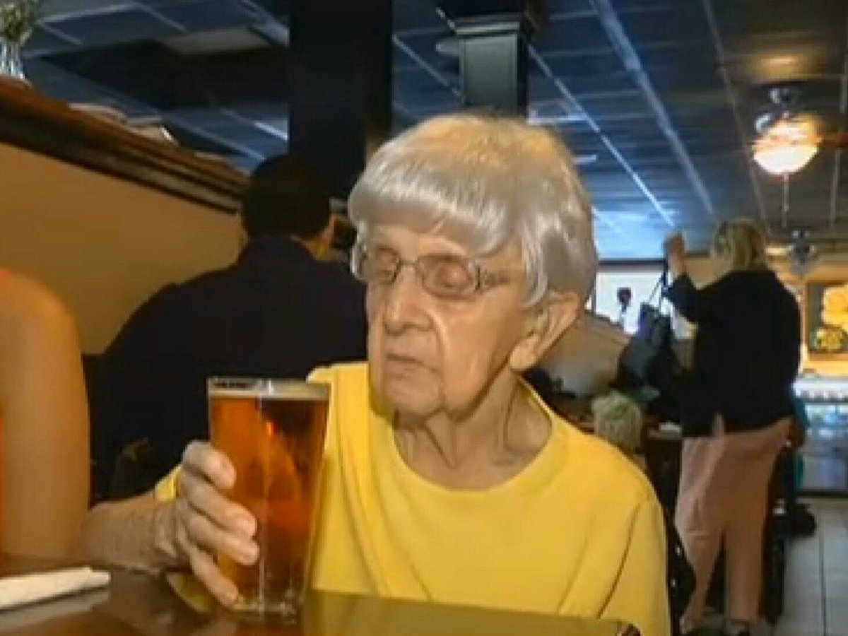 102-year-old woman credits her long life to drinking beer every day https://t.co/A0pTO9H7JI https://t.co/yy6BFsDI0r