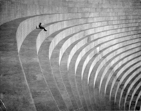 Hayatı ne önemse, ne de hafife al. Onursuz birliktelikler yerine, onurluk bir yalnızlık yaşa sadece.  Louis Aragon https://t.co/ZSCyPMKMtY