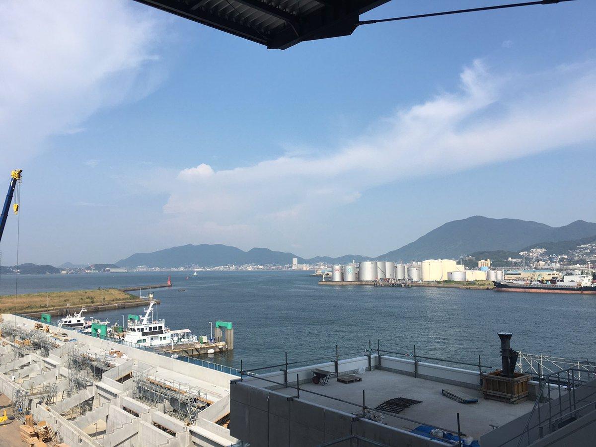 北九州スタジアム  ハンパねぇ。大迫とはまた違った感じでハンパねぇ。視察してきました。ゴール裏からバックスタンドを望む。関門海峡をずっと観てるだけでも気持ちいい。 https://t.co/63jCPe5kDS