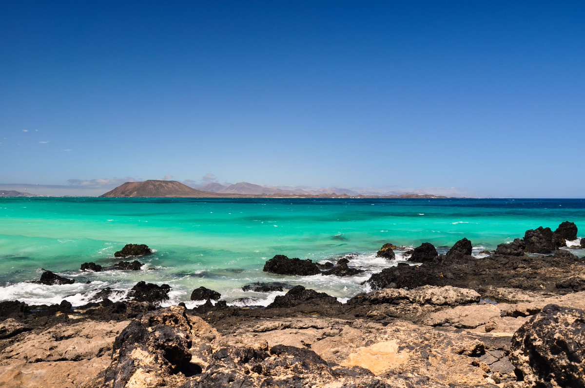 Relax this Dec in Fuerteventura for 7 nights at 3* Oasis Duna w/ @ThomasCookUK from £498pp!