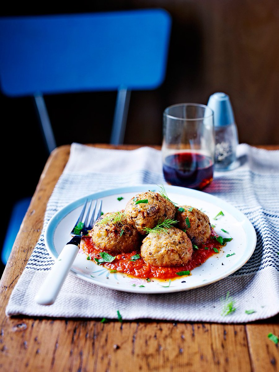 RT @JamieMagazine: Going all Italian for #MeatFreeMonday with these easy pine nut polpette https://t.co/yQ1nFEhvzY https://t.co/EwmrCBIufs
