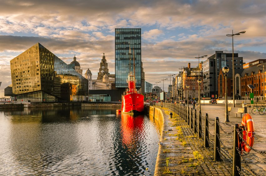 Make that FridayFeeling a friday stealing.   Dublin to Liverpool €9.99 (Aug. 31st)