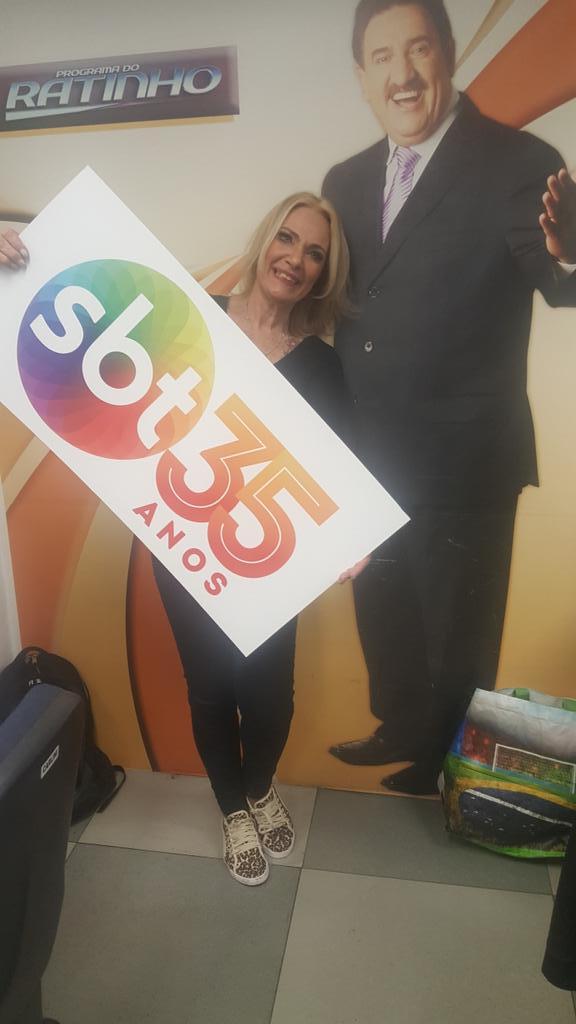 SBT, Parabéns!!! Me sinto orgulhosa de estar participando dos 35 anos de alegria que Silvio Santos transmite. https://t.co/LZgE1bhZ8c