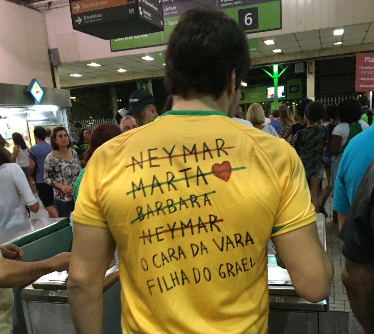 Enquanto isso, na Central do Brasil: https://t.co/Z5abvDXFTM