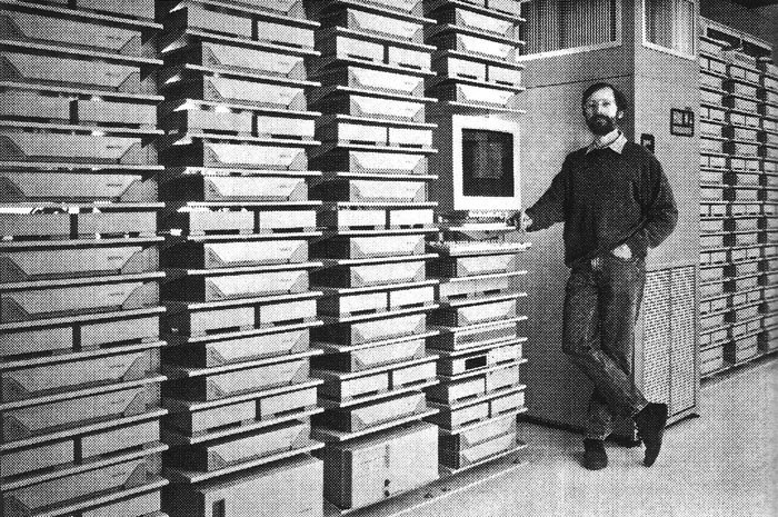 Image: the Pixar render farm in 1995. Half the number of transistors of an iPhone6.   https://t.co/R6fKDLrCwk    #HPC via @BenedictEvans