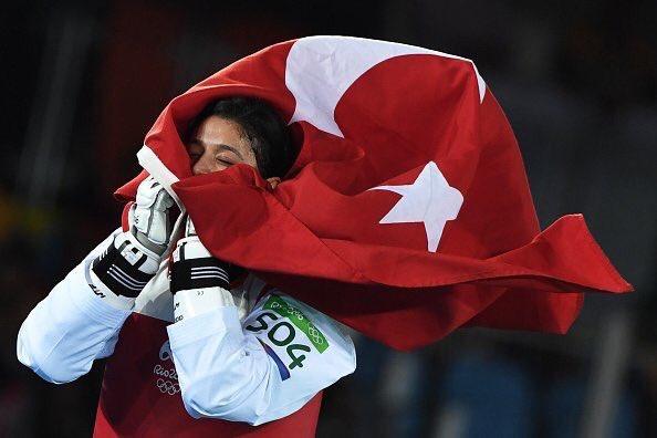 First woman to medal for TURKEY in #Rio2016! #NurTatar wins Bronzein Taekwondo Women 67kgs- Photo speaks for itself https://t.co/wQJKNyv4oc