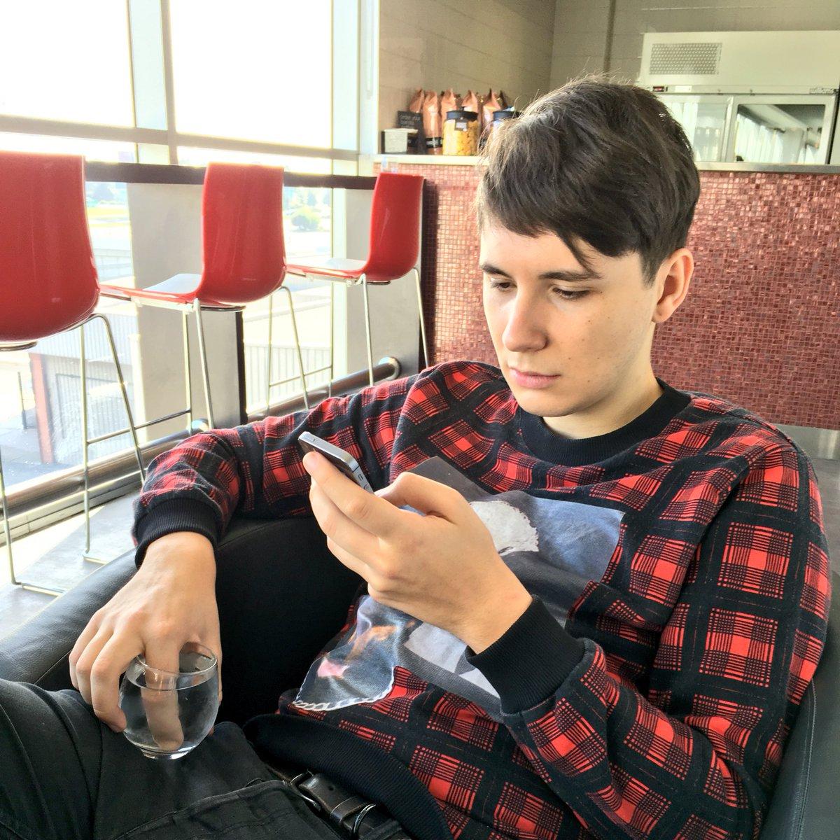 Dan burnt his finger on a toaster lol https://t.co/qawx64qCui
