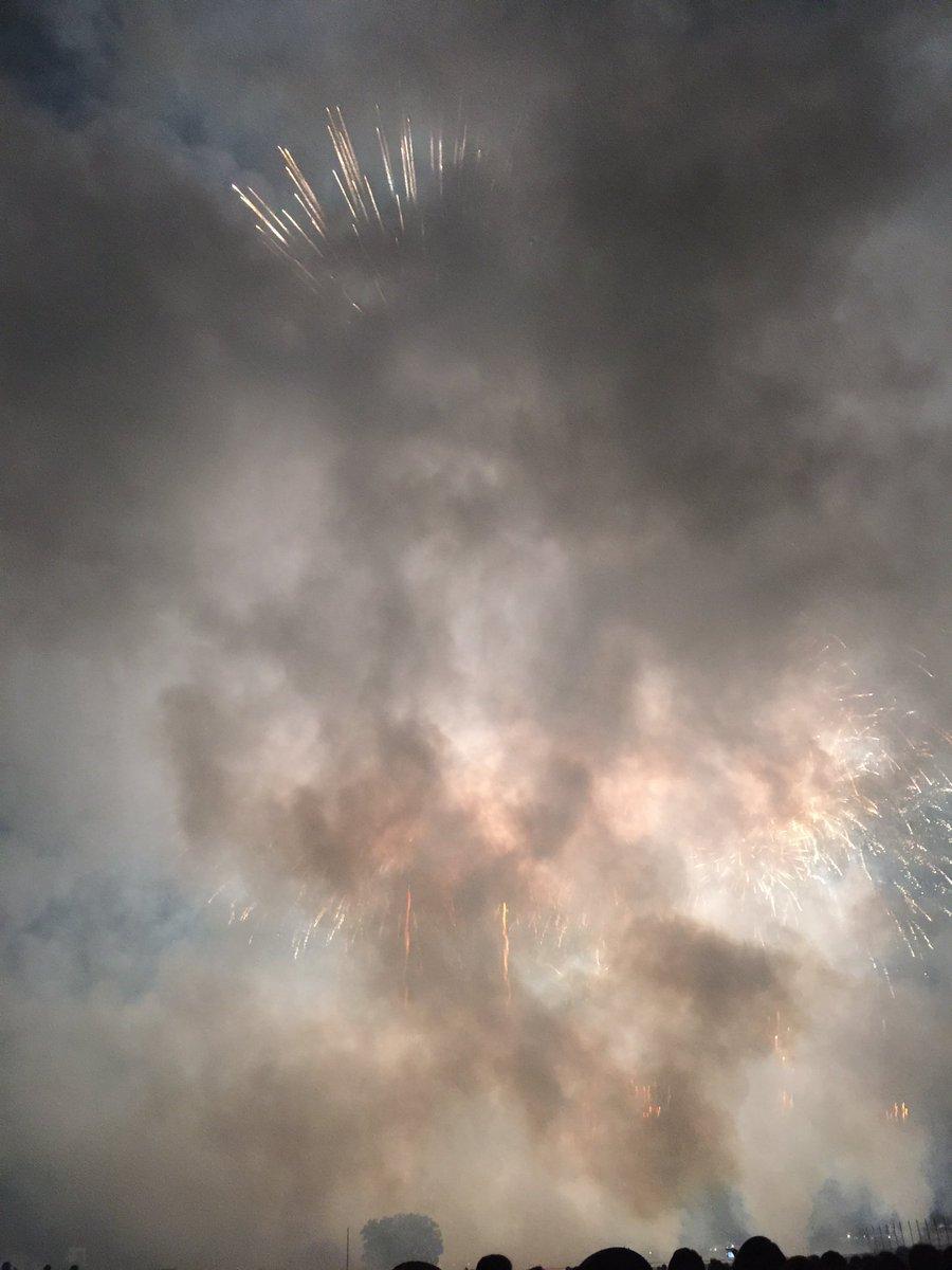 グランド・フィナーレはなんかもう地獄絵図だったw #せたがや花火大会 #多摩川 #世田谷区 https://t.co/HQBf6RkMnO