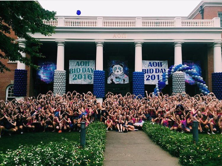 Congratulations to Xi Omicron/University of Arkansas welcoming 152 new members to the AOII family! https://t.co/fkYKLtBtVp