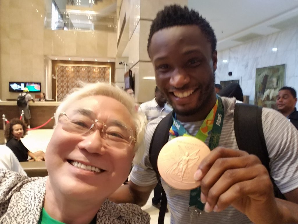 "PHOTONEWS: Dr. @KatsuyaTakasu kept his promise to donate $390k to Nigeria's ""Dream Team"" at the @Rio2016_en Olympics https://t.co/CM3rJukdiF"