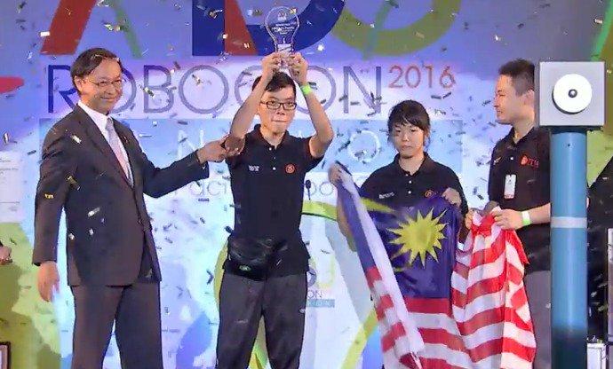 Tahniah Pasukan UTM yang mewakili Malaysia,  Johan  ABU ROBOCON 2016, Bangkok.  #utm  #utmAwesome  #soaringupwards https://t.co/BS7JCrcQyL