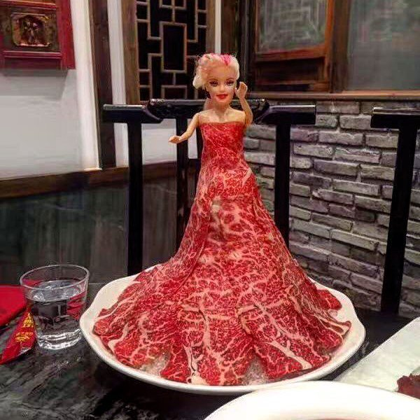 Chinese hot pot restaurant, taking the Lady Gaga #meatdress to whole new extremes #火锅 #becauseChina https://t.co/jN0bL32T7w