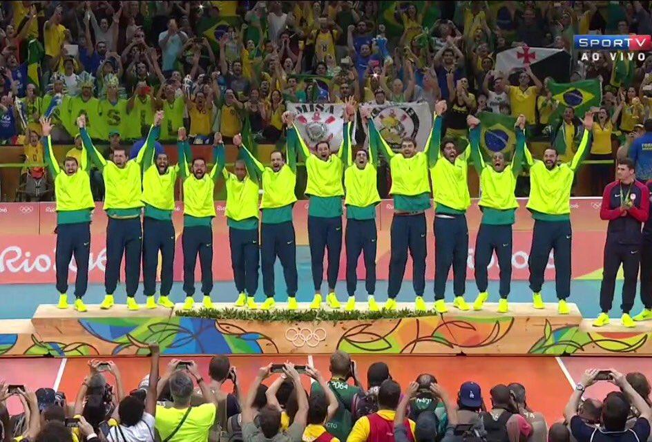 #Voleibol brasileiro TRICAMPEÃO OLÍMPICO: 1992, 2004, 2016!