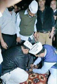 @ashutosh83B kaalu sir, Zara apne gireban mein bhi jhaank kar dekhiye. https://t.co/M2uaYK2sme