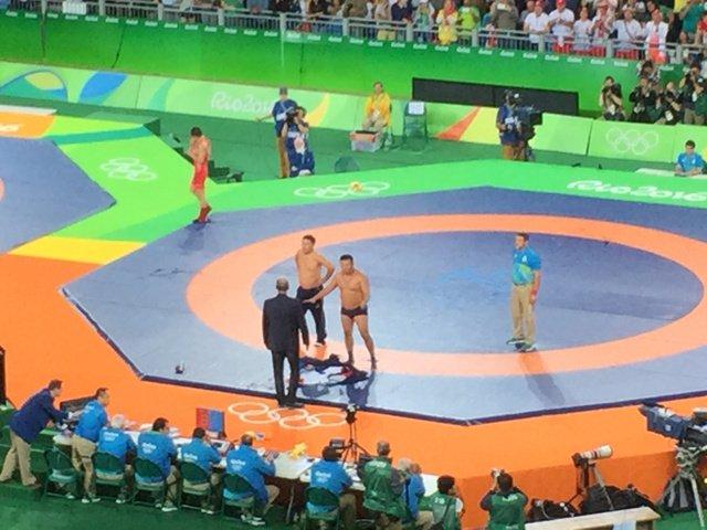 Absolute insanity here at Carioca Arena 2 where the coaches for Mongolia's Mandakhnaran... https://t.co/GickPbxoRC https://t.co/yep2k1a5iz